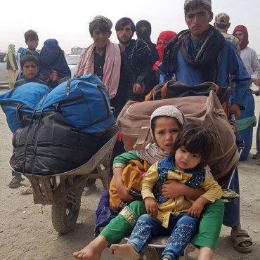 Hilf Afghan*innen mit Lebensmitteln und Decken