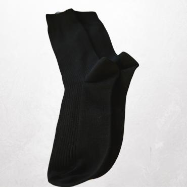 Bringt neue oder neuwertige warme Socken