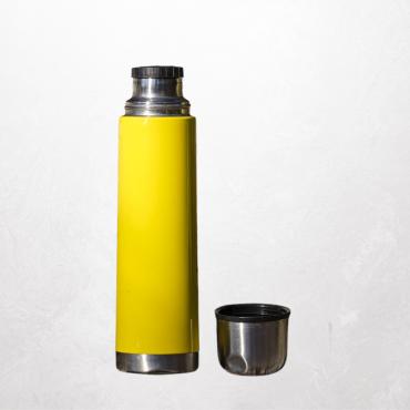 Bringt neuwertige Trinkbecher und Thermosflaschen