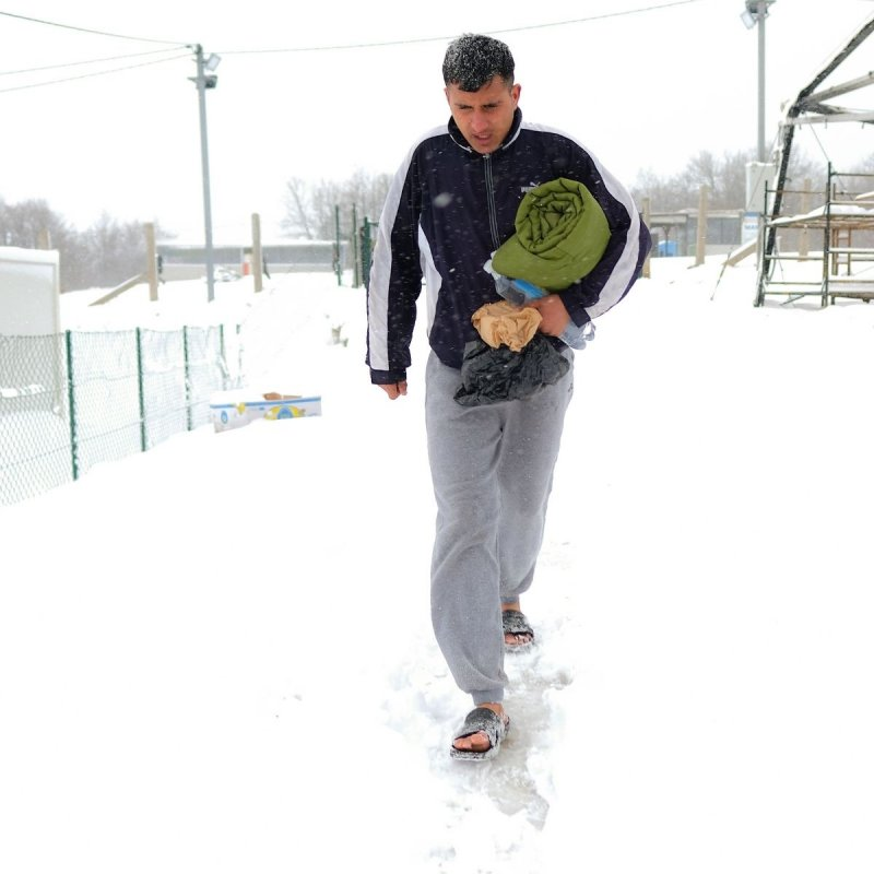 Produkte Spenden   Caritas Wien   Schenk eine warme Decke für obdachlose Flüchtlinge in Bosnien   Caritas Wirhelfen.shop