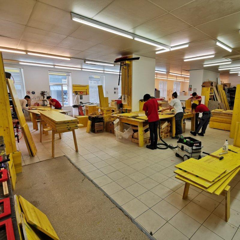 Produkte Spenden   Caritas Wien   Schenk Laptops für Jugendliche fürs Distance Learning   Caritas Wirhelfen.shop