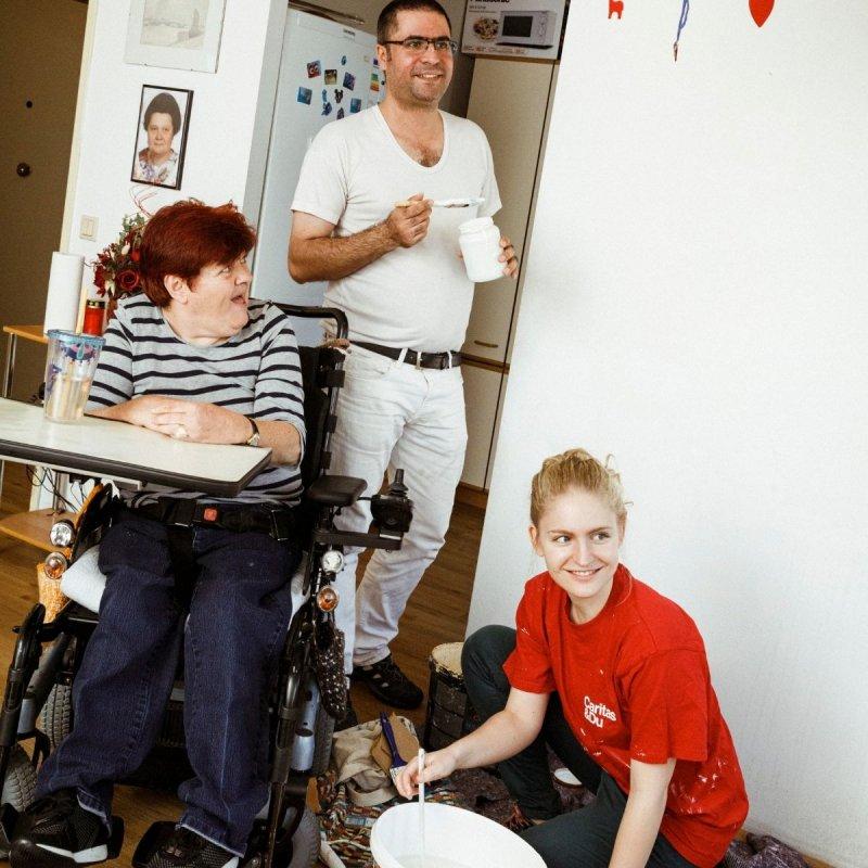 Produkte Spenden | Caritas Wien | Schenk Starthilfe für den Josefbus | Caritas Wirhelfen.shop