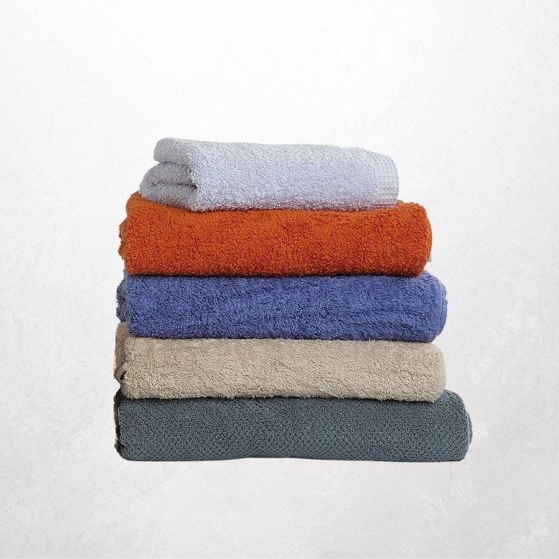 Bringt gebrauchte, gut erhaltene Hand- und Badetücher