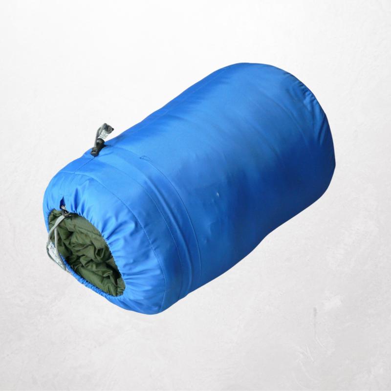 Bringt gut erhaltene, saubere, warme Schlafsäcke
