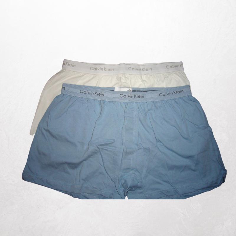 Bringt neuwertige, saubere Herrenunterwäsche (kurz oder lang)